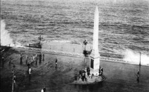 Obelisco Comemorativo da Inauguração da Avenida Central, Rio de Janeiro (1906). Dominio Público
