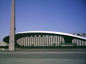 Tribuna do Quartel General do Exército, Brasilia (Oscar Niemeyer, 1967). .