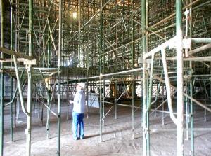 Andaimes para execução de forro durante as obras do Museu da República - Brasilia (Oscar Niemeyer, 1999)
