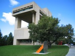 Herbert Johnson Museum of Art (I.M Pei) foto - Cornell University (wikimedia commons)