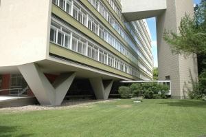 Interbau Edifício de Apartamentos (Oscar Niemeyer, Berlin-Tiergarten,1957). Foto - Joana França, 2006