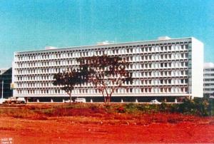 SQS 203 - O bloco R3 no fim da década de 1980 (Milton Ramos, 1972). Fonte - Milton Ramos, acervo do arquiteto.