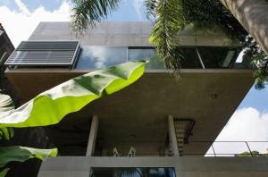 vista noroeste mostrando os dois blocos – residência e estúdio
