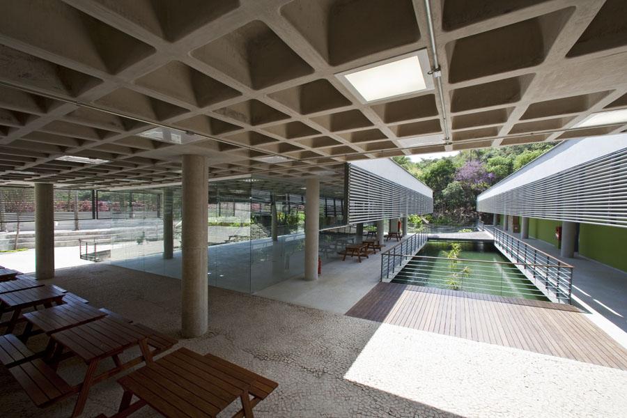Foto vista p tio interno a partir da biblioteca mdc for Cerramientos para patios internos