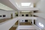 vista interna das salas de exposição a partir da rampa do 3º pavimento