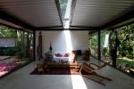 vista interna sala de estar e integração com o exterior
