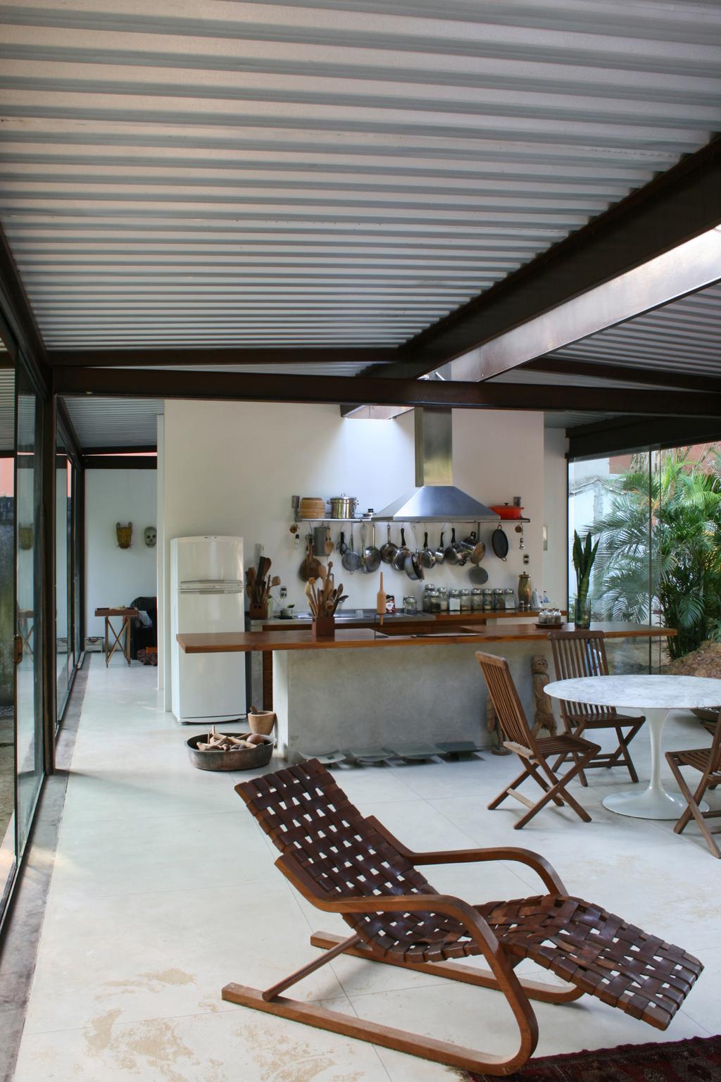 vista interna cozinha e sala de estar mdc . revista de arquitetura e  #63442D 1024 1536